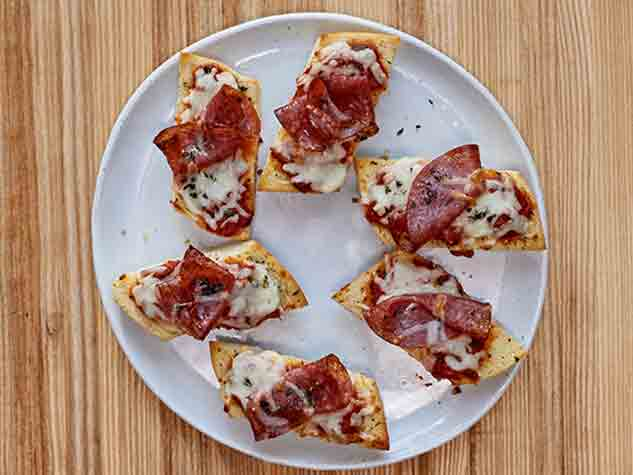 Eckrich-Recipe_Tile_Salami_Pizza_633x475